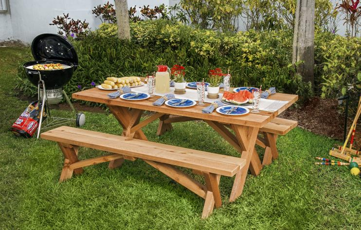Classic Style Picnic Table