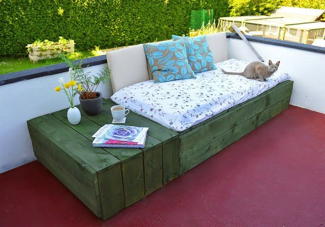 Pallet-Based Day Bed