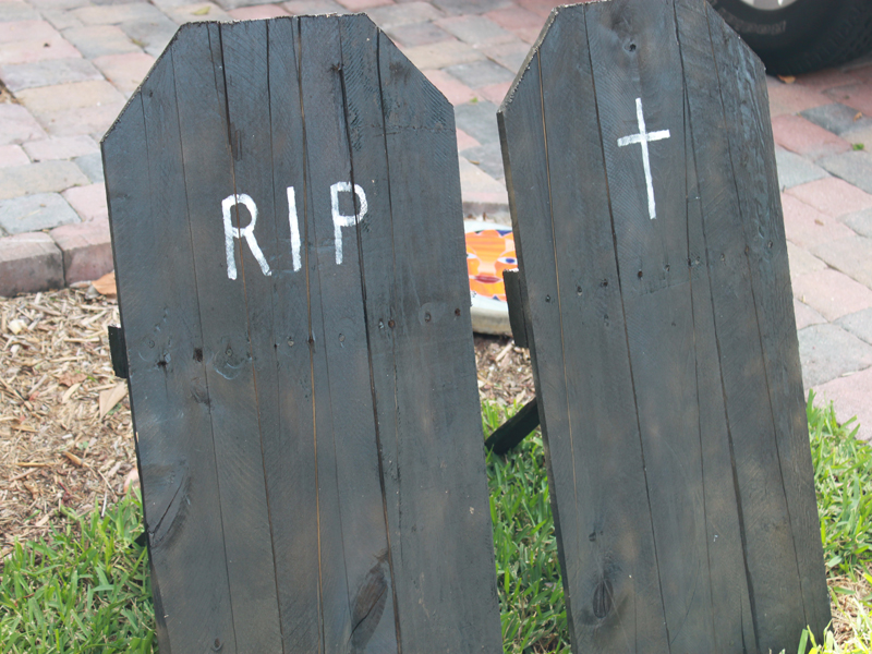 Simple Pallet Tombstones