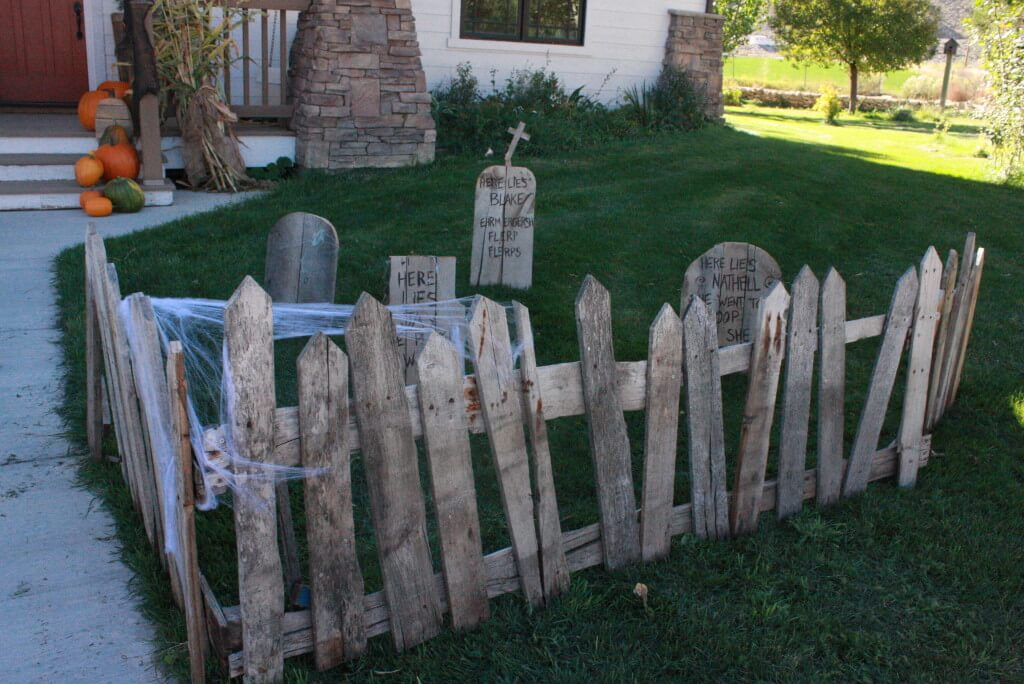 Spooky Pallet Graveyard